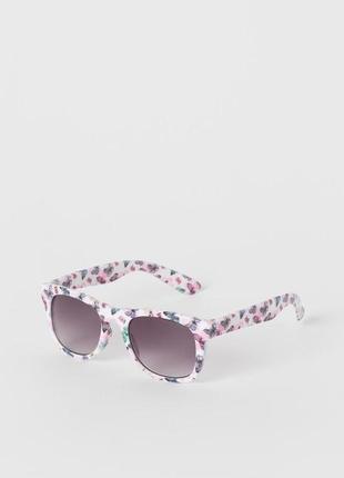 Солнцезащитные очки . бренд н&м