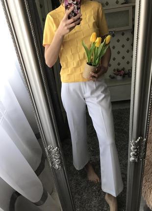 Актуальні білі штани вкорочені