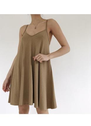 Нюдовое свободное платье трикотаж в рубчик сарафан boohoo