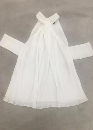 Элегантная, женственная блуза с открытыми плечами guess, оригинал