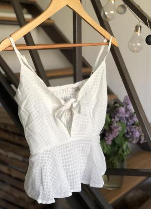 Лёгкий кроп топ майка блуза с завязкой на груди с вырезом asos