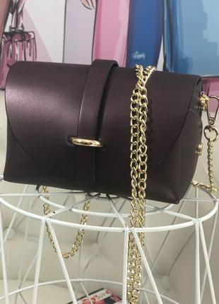Маленькая кожаная сумочка на цепочке