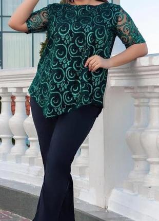 Нарядный женский стильный костюм с блестящей блузой и укороченными брюками, батал
