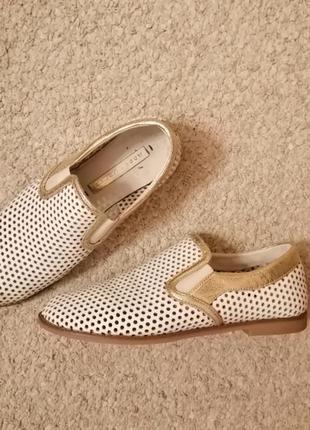 Стильные кожаные летние туфли