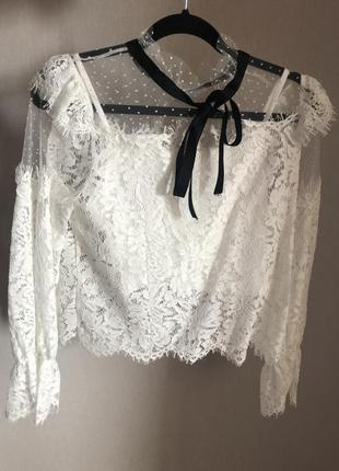 Блуза с кружевами