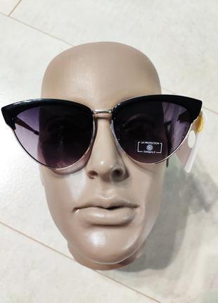 Стильные очки-лисички