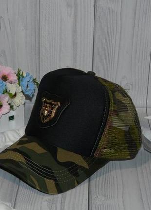 Женская кепка с сеткой
