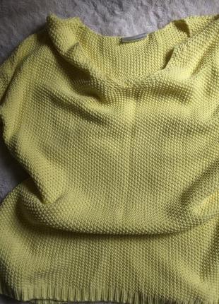Желтый яркий свитер