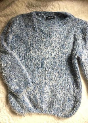 Пушистый тёплый свитер