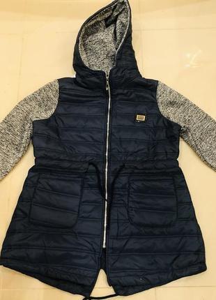 Удлиненная куртка с трикотажными рукавами и капюшоном