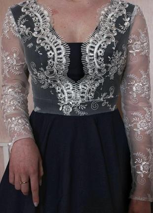 Нарядное красивое платье с кружевом