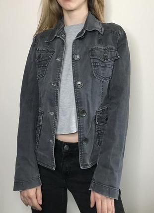 Куртка джинсовая с вышивкой на спине