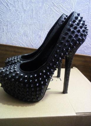 Дерзкие туфли для модниц