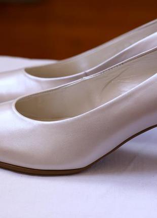 Жемчужные туфли-лодочки  gabor