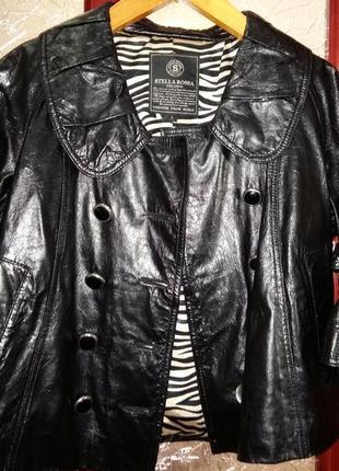 Черный коротенький кожаный пиджак