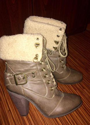 Демисезонные сапоги, ботинки из кожзама.