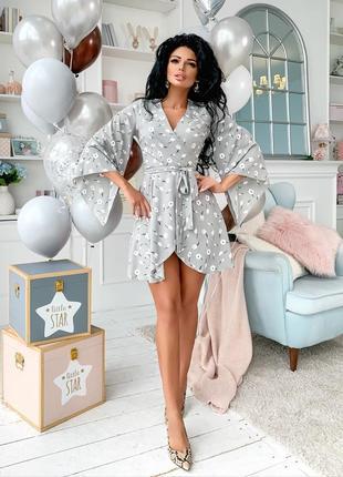 Привлекательное платье