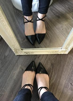 Новые лаковые туфли на удобном каблучке1 фото