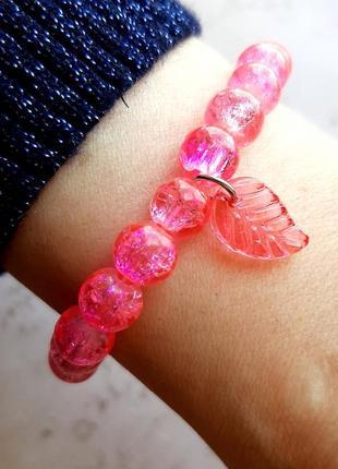 Красивый браслет на руку розовый бусины битое стекло hand made лист лето