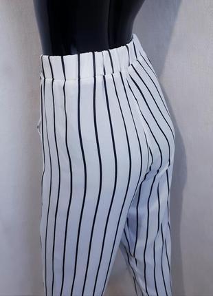 Белоснежные  брюки в полоску с высокой посадкой