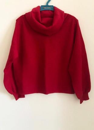 Красный свитер с воротником от ostin