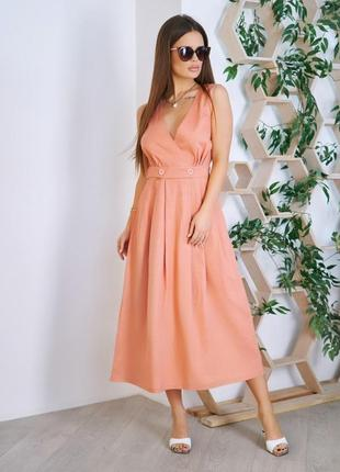 Розовое платье с декольте на запах