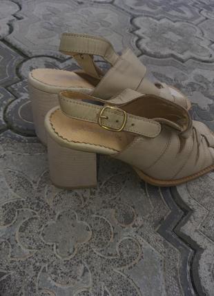 Боссоножки на каблуке кожаные туфли