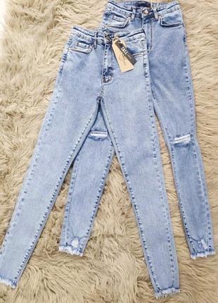 Голубые джинсы скини