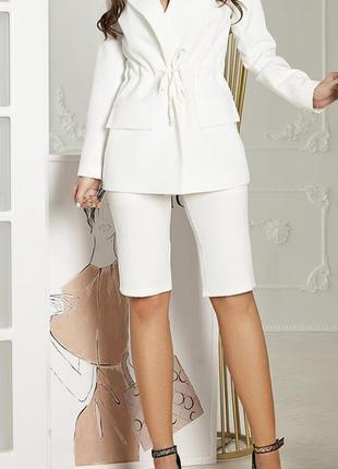 Костюм пиджак и удлененные шорты