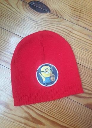 Тонкая шапочка красная