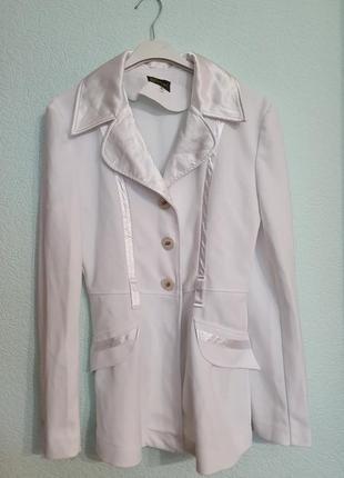 Пиджак с атласом