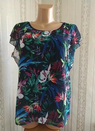 Актуальная брендовая  летняя блузка короткий рукав в цветочний принт