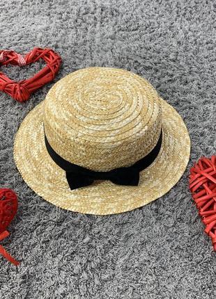Летняя женская соломенная шляпа канотье с небольшими полями и лентой