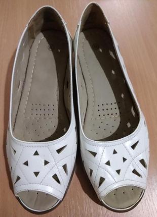 Продам женские новые летние туфли 37-37.5 размера