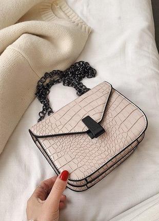 Шикарная сумочка на цепочке