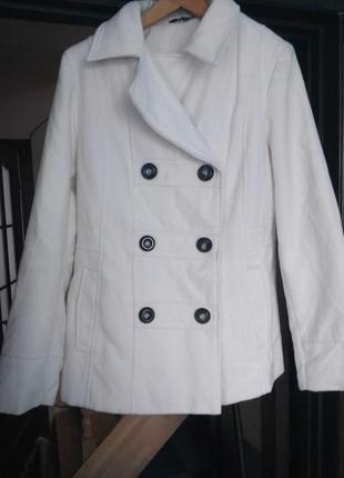 Білосніжне пальто