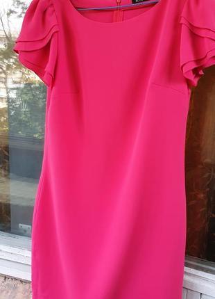 Платье цвета фуксия (акцент на плечи)