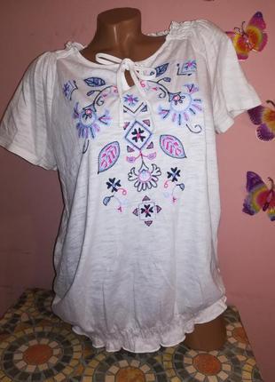 Трикотажная белоснежная блуза с вышивкой от m&s.
