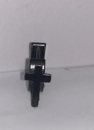Серьга чёрная с крестом