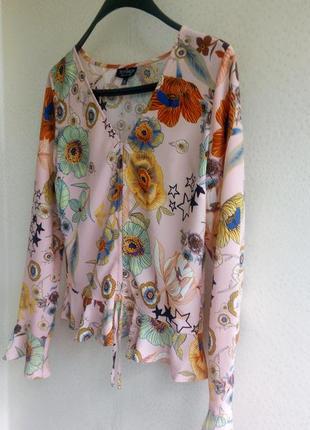 Блуза маки и звезды с романтичными рюшами