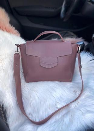 Стильная весенняя сумочка цвета темная пудра