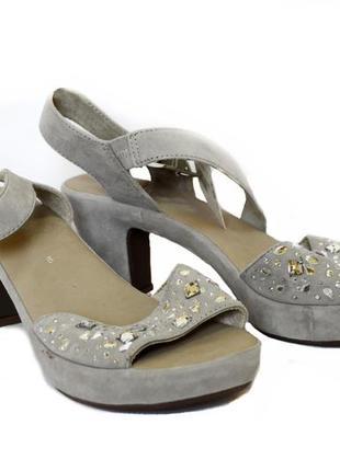 Замшевые женские босоножки на каблуке gabor. код п34963.