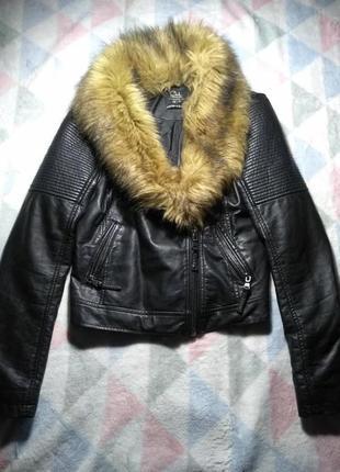 Стильная куртка-косуха из кожзама