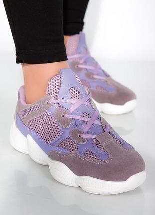 Лавандовые кроссовки