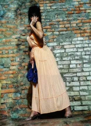 Абрикосовое платье из вискозы макси сарафан длинный в бохо стиле с прошвой нюдовое