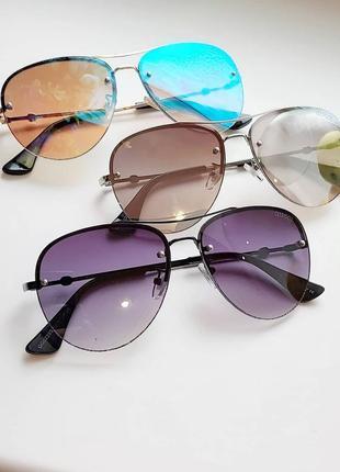Сонцезахисні окуляри авіатори