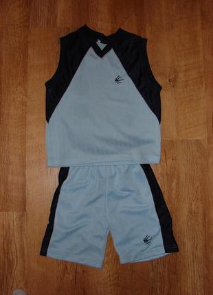 Спортивный костюм , футбольная форма на 4 года