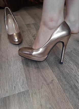 Кожаные золотые туфли мягенькие juliet