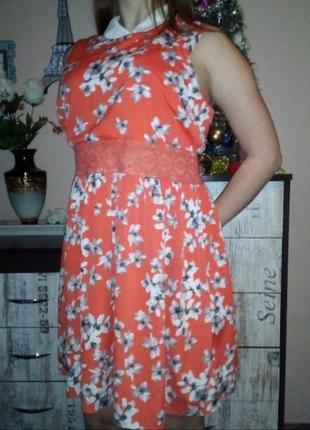 Элегантное платье с воротником