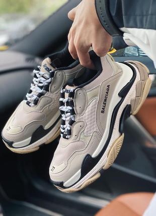 Стильные женские кроссовки balenciaga triple s beige бежевые